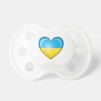 Bandera ucraniana del corazón en blanco chupetes