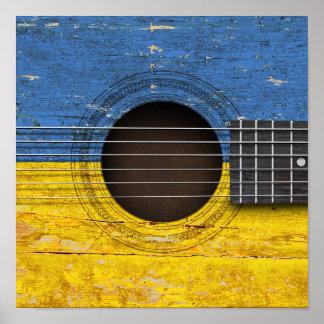 Bandera ucraniana en la guitarra acústica vieja póster
