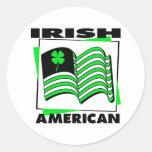 Bandera verde americana irlandesa del KRW Pegatinas Redondas