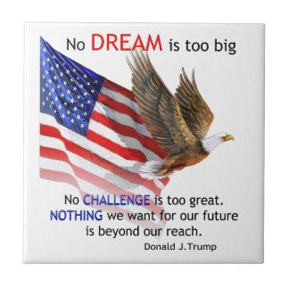 Bandera y cita del triunfo de Eagle Donald J Azulejo Cuadrado Pequeño
