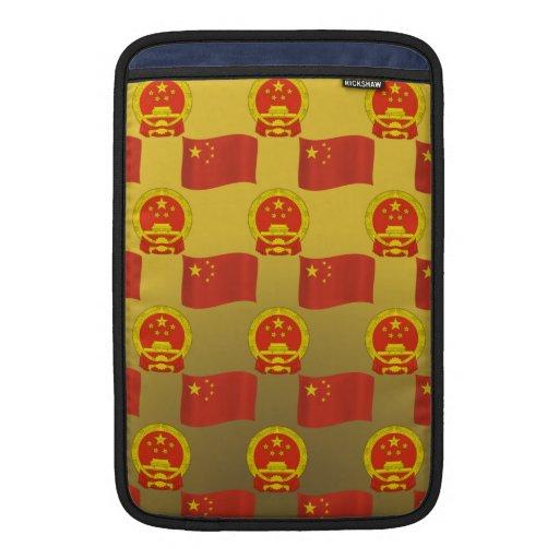 Bandera y emblema nacional de China Fundas MacBook