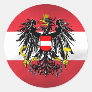 Bandera y escudo de armas austríacos pegatina redonda