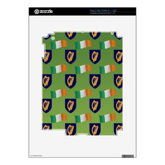 Bandera y escudo de Irlanda en verde Calcomanías Para iPad 2