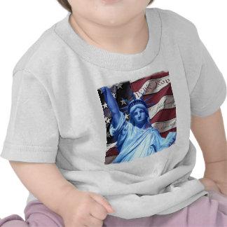 Bandera y estatua del diseño de la libertad camiseta
