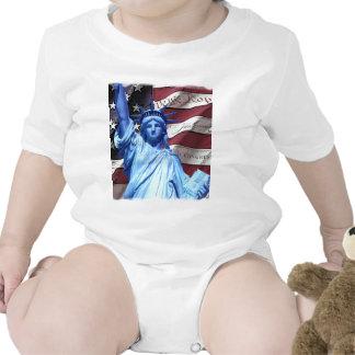 Bandera y estatua del diseño de la libertad traje de bebé
