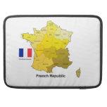 Bandera y mapa de Francia Fundas Para Macbooks