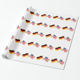 Banderas americanas alemanas papel de regalo