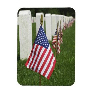 Banderas americanas en las tumbas de veteranos ame iman