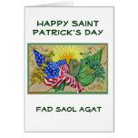 banderas americanas irlandesas tarjeton