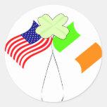 Banderas americanas irlandesas y trébol del KRW Pegatina