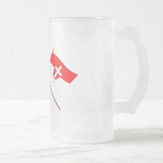 Banderas cruzadas de Austria y de Wien Taza De Cristal