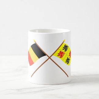 Banderas cruzadas de Bélgica y de Hainaut Taza Básica Blanca