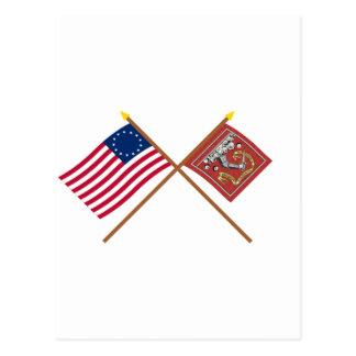 Banderas cruzadas de Betsy Ross y de Bedford Tarjetas Postales