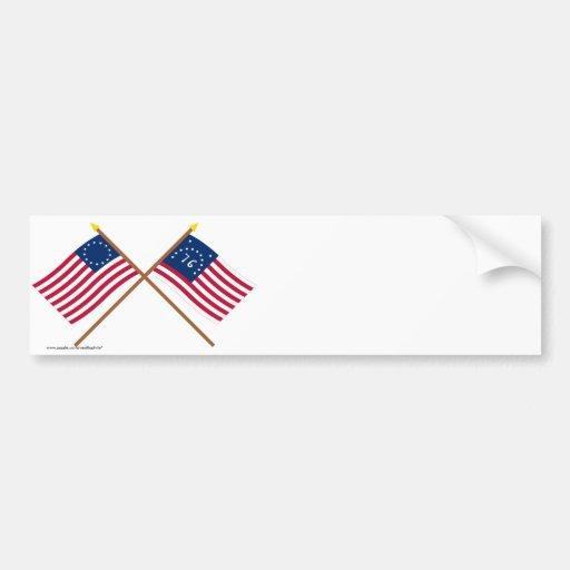 Banderas cruzadas de Betsy Ross y de Bennington Pegatina De Parachoque