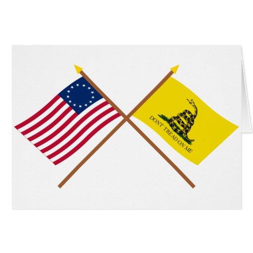 Banderas cruzadas de Betsy Ross y de Gadsden Tarjeta De Felicitación