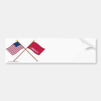 Banderas cruzadas de Betsy Ross y de Huntington Etiqueta De Parachoque