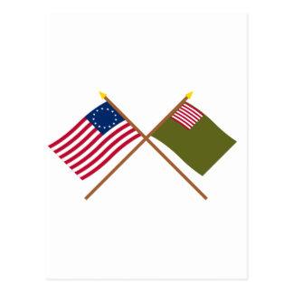 Banderas cruzadas de Betsy Ross y de la milicia de Tarjeta Postal