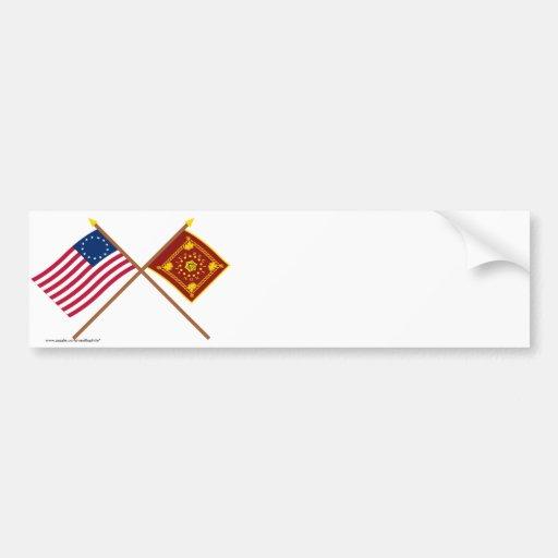 Banderas cruzadas de Betsy Ross y de Pulaski Pegatina Para Auto
