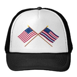 Banderas cruzadas de Betsy Ross y de Serapis Gorras