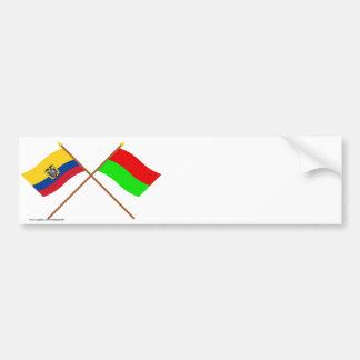 Banderas cruzadas de Ecuador y de Bolívar Pegatina Para Auto