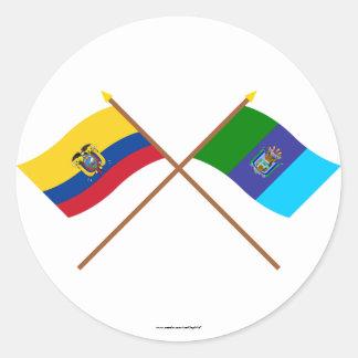 Banderas cruzadas de Ecuador y de Santa Elena Pegatina Redonda