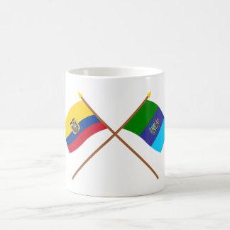 Banderas cruzadas de Ecuador y de Santa Elena Taza