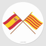Banderas cruzadas de España y de Cataluña Etiquetas Redondas