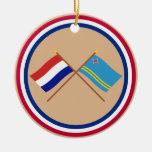 Banderas cruzadas de Holanda y de Aruba Adorno Para Reyes