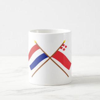 Banderas cruzadas de Holanda y de Utrecht Taza