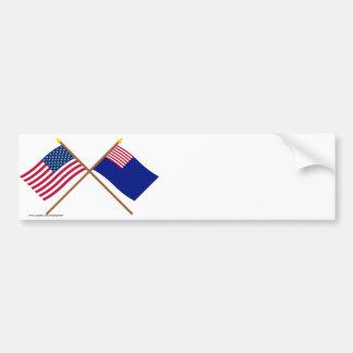 Banderas cruzadas de la marina de guerra de los E. Pegatina De Parachoque