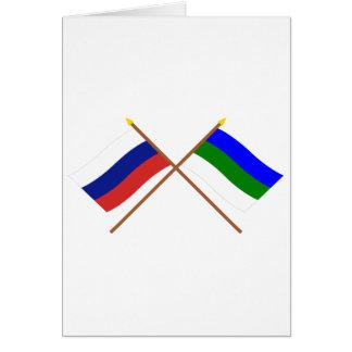 Banderas cruzadas de la república de Rusia y de Ko Felicitacion