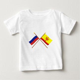 Banderas cruzadas de la república de Rusia y del Polera