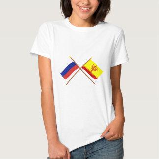 Banderas cruzadas de la república de Rusia y del Remeras