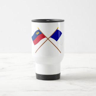 Banderas cruzadas de Liechtenstein y de Triesen Taza De Viaje