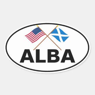 Banderas cruzadas de los E.E.U.U. y de la Escocia Pegatina Ovalada