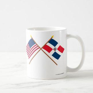 Banderas cruzadas de los E.E.U.U. y de la Taza