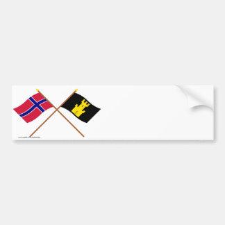 Banderas cruzadas de Noruega y de Finnmark Pegatina De Parachoque