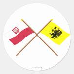 Banderas cruzadas de Polonia y de Pomorskie Etiqueta