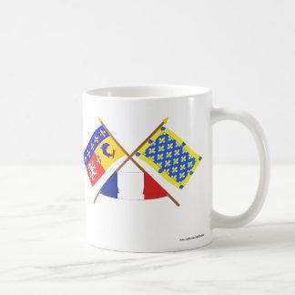 Banderas cruzadas de Rhône Alpes y de Ardèche Tazas