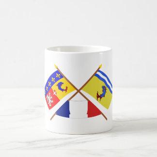 Banderas cruzadas de Rhône Alpes y de Isère Taza De Café