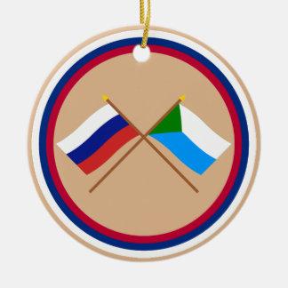 Banderas cruzadas de Rusia y de Jabárovsk Krai Ornamento Para Arbol De Navidad