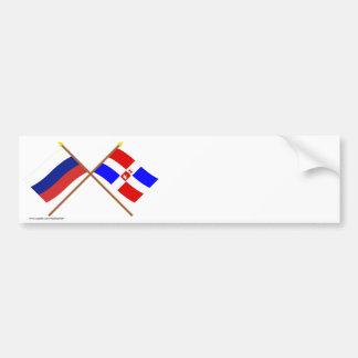 Banderas cruzadas de Rusia y de la ondulación Pegatina Para Auto