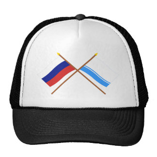 Banderas cruzadas de Rusia y de la república de Al Gorro De Camionero