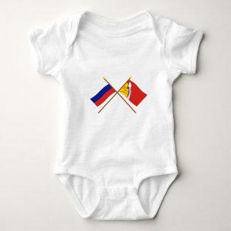 Banderas cruzadas de Rusia y de Voronezh Oblast T Shirts