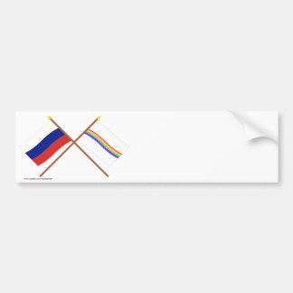 Banderas cruzadas de Rusia y del auto judío. Pegatina Para Auto