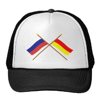 Banderas cruzadas de Rusia y del representante. de Gorra