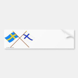 Banderas cruzadas de Suecia y de Sverigefinska Pegatina De Parachoque