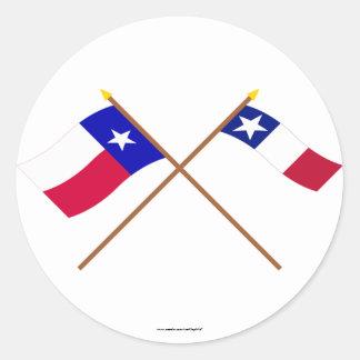 Banderas cruzadas de Tejas y de Dodson Pegatina Redonda