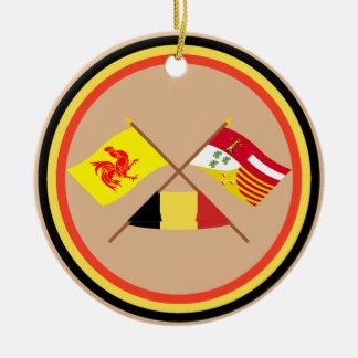 Banderas cruzadas de valón y de Liège con Bélgica Adorno Navideño Redondo De Cerámica