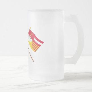 Banderas cruzadas de valón y de Liège Taza Cristal Mate